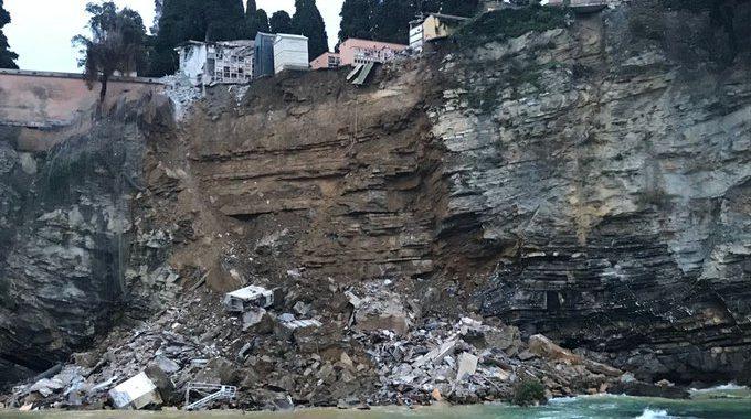 Noticias   Cementerio se derrumba y cientos de cadáveres caen al mar