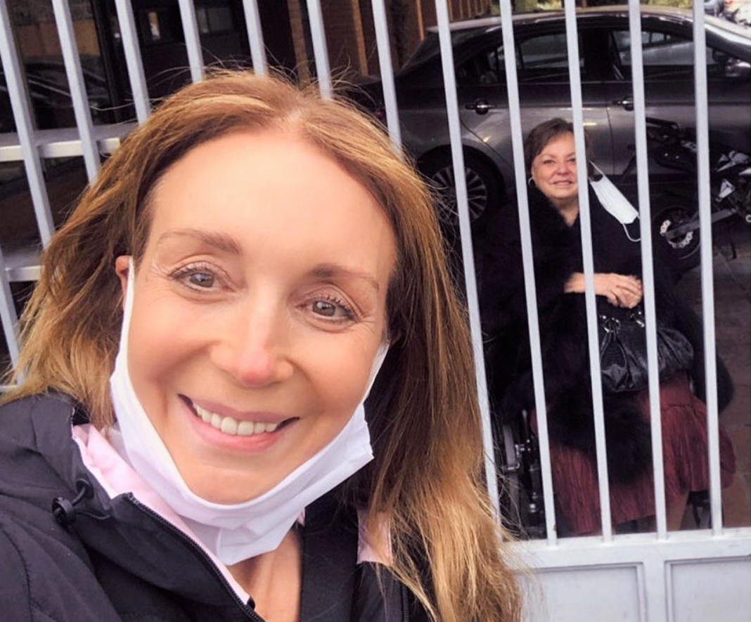 Noticias Chile | Karen Doggenweiler está muy preocupada por la salud de su madre, luego de contagiarse con covid-19