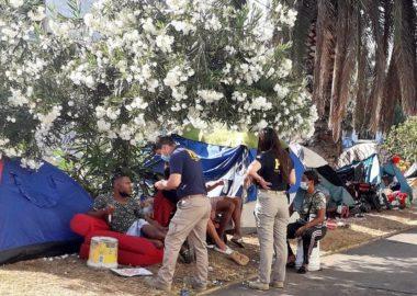 Noticias Chile | Desalojan 160 migrantes que acampaban en plaza de Iquique