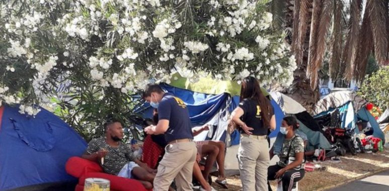 Noticias Chile   Desalojan 160 migrantes que acampaban en plaza de Iquique