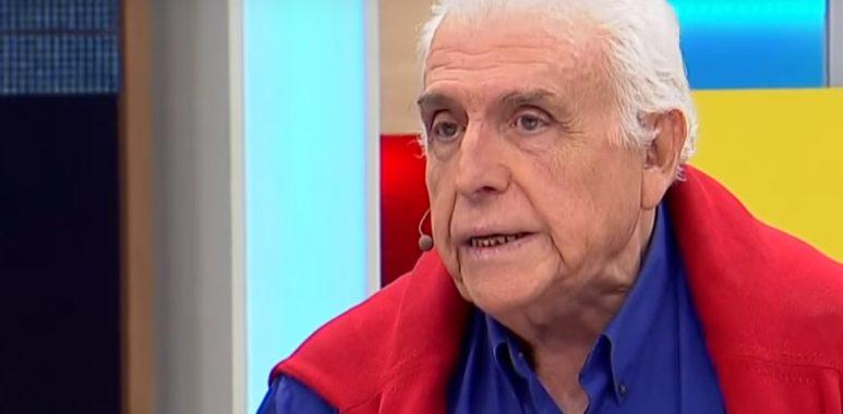 """En 1986 es """"Diego Luco"""" en #LaVilla. Periodista y escritor, se encarga de desenmascarar a """"Ignacio Montes"""" (#TomásVidiella). Esta sería su última teleserie. En 1988, se radica en Israael, permaneciendo en ese país por 13 años. pic.twitter.com/Io30HuxvLY— ChileNoveleros (@FiccionCeAcheI) April 6, 2019"""