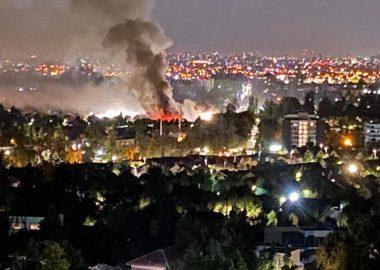 Noticias Chile | Violento Incendio consumió dos locales comerciales en Huechuraba de un stripcenter