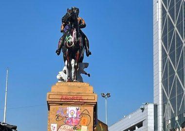 Noticias Chile | Delincuentes trataron de romper y derrumbar la estatua del General Baquedano