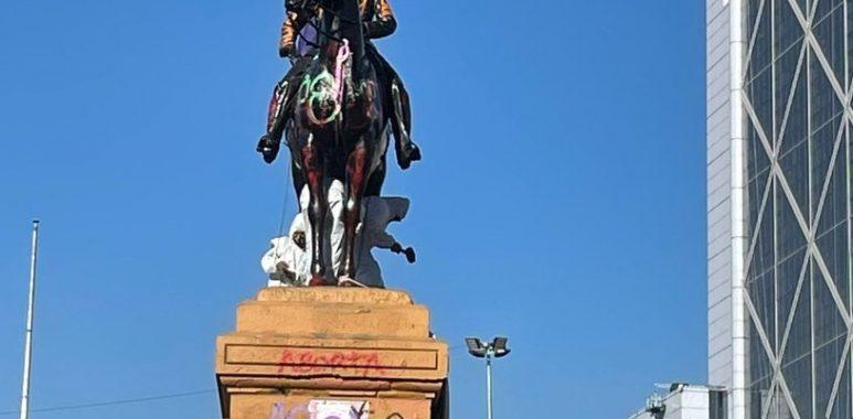 Noticias Chile   Delincuentes trataron de romper y derrumbar la estatua del General Baquedano