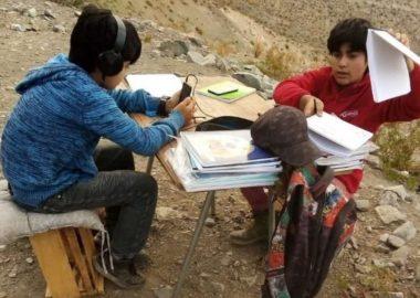 Noticias Chile   Wom regala Internet a niños que tenían que subir un cerro para realizar sus clases online