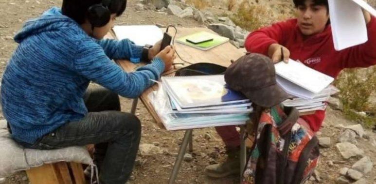 Noticias Chile | Wom regala Internet a niños que tenían que subir un cerro para realizar sus clases online