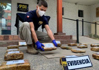 PDI denuncia a detective por supuestos vínculos con narcotraficantes➡️ https://www.elinformadorchile.cl/2021/03/21/noticias-chile-pdi-denuncia-a-detective-por-supuestos-vinculos-con-narcotraficantes/