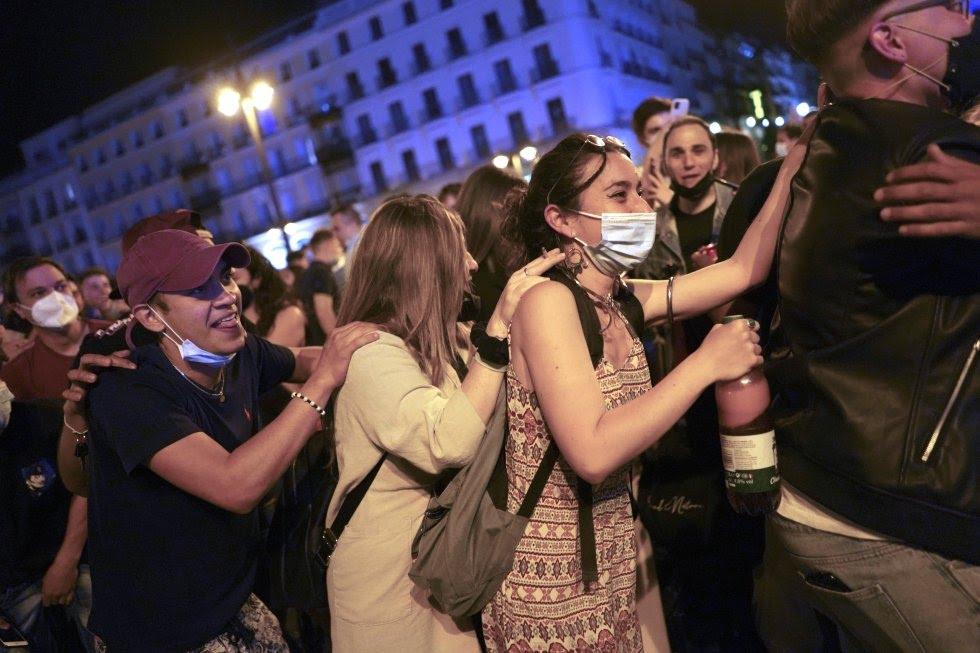 """España festeja el fin del estado de alarma por el covid-19, millones de personas gritaron """"libertad"""""""